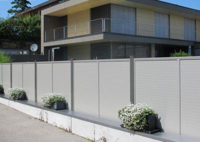 Flat-Design Zaun mit Noppenblech