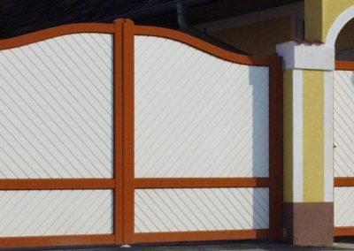 Arcada-Tore mit Füllungen in Diagonal